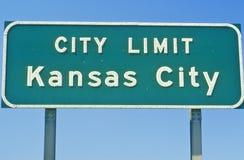 Tecken för Kansas City stadsgräns, MO Arkivfoto
