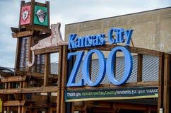 Tecken för Kansas City zooingång royaltyfri fotografi