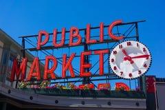 Tecken för klocka för offentlig marknad för Seattle pikställe arkivfoto