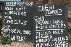Tecken för kritabräde som annonserar den till salu fisken Arkivfoto