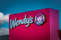 Tecken för logo för Wendys snabbmatrestaurang Arkivbild