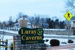 Tecken för Luray Caverns dragningsingång arkivbilder