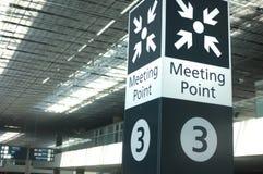 Tecken för mötepunkt på flygplatsen Royaltyfri Bild
