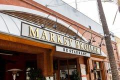 Tecken för marknadsgödkycklingrestaurang royaltyfria bilder