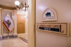 Tecken för museum för Kalifornien statKapitolium fotografering för bildbyråer