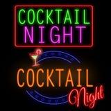 Tecken för neon för coctailnatt glödande Royaltyfria Bilder