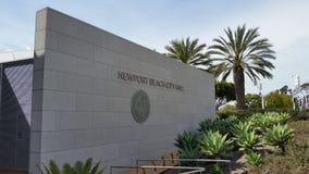 Tecken för Newport strandstadshus arkivbild