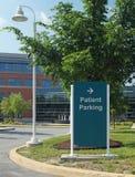 Tecken för parkering för sjukhuspatient Royaltyfri Bild