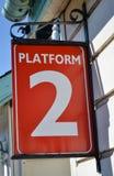 Tecken för plattform två Arkivbild