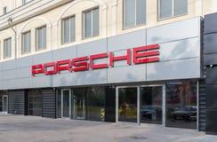 Tecken för Porsche bilåterförsäljare Royaltyfri Bild