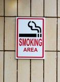 Tecken för rökningsområde Arkivfoto