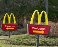 Tecken för restaurang för McDonald ` s Arkivbild