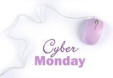 Tecken för shopping för Cybermåndag försäljning med den rosa purpurfärgade datormusen Arkivfoton