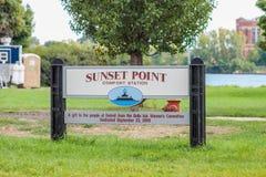 Tecken för solnedgångpunktoffentlig bekvämlighetsinrättning på Belle Isle Park royaltyfri bild
