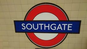 Tecken för Southgate underjordiskt drevstation Arkivfoton
