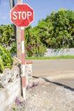 Tecken för stopp för vägföreningspunkt arkivfoton