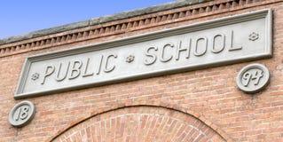 tecken för tegelstenbyggnadskommunal skola fotografering för bildbyråer