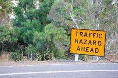 Tecken för trafikfara framåt Arkivfoto