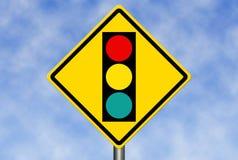 Tecken för trafikljus framåt arkivbild