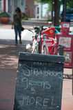 tecken för trottoar för kritamatar lokalt Royaltyfria Bilder