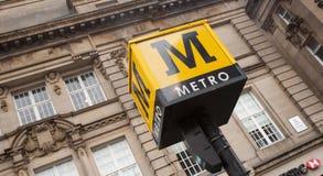 Tecken för Tynen och systemet för transport för klädertunnelbana det snabba - Newcastle, England, UK - 6th November 2012 fotografering för bildbyråer