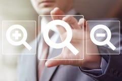 Tecken för uppsättning för symbol för loupe för sökandeförstoringsapparataffär online- Royaltyfri Fotografi