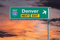 Tecken för utgång för Denver Route 70 motorväg nästa med solnedgånghimmel Royaltyfria Bilder