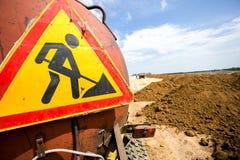 Tecken för vägarbeten på lastbilen Fotografering för Bildbyråer
