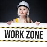 Tecken för arbetszon på mallbrädet, arbetarkvinna Royaltyfria Bilder
