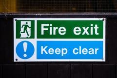 Tecken för brandutgång Royaltyfri Foto