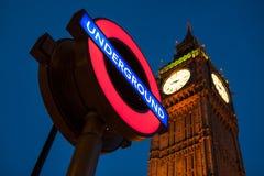 Tecken för stor Ben Clock och London underjordisk station Royaltyfri Fotografi