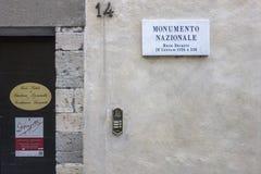Tecken hus uthärdade Gaetano Donizetti för information om detaljfasad in Royaltyfria Bilder