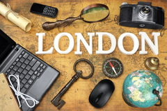 Tecken London, bärbar dator, tangent, jordklot, kompass, telefon, kamera, bokstav, Royaltyfria Bilder