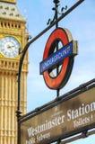 Tecken London för underjordisk station Arkivfoto
