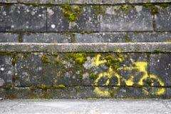 Tecken målad cykel över stenen Royaltyfri Bild