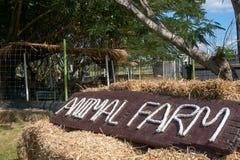 Tecken med text för djur lantgård Royaltyfri Foto