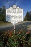 Tecken nära det gamla stenhuset i Fayette County, U S Huvudväg 60, WV royaltyfria foton