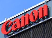 Tecken på den Canon kontorsbyggnaden Fotografering för Bildbyråer