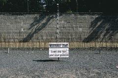 Tecken på den tyska koncentrationsläger Sachsenhausen i Berlin, G royaltyfria foton