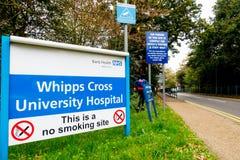 Tecken på ingången till det Whipps korssjukhuset, Arkivbild