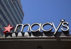Tecken på Macy Herald Square på Broadway i Manhattan Arkivfoto