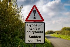Tecken: Plötslig engelsk vapenbrand som är walesisk & royaltyfri foto