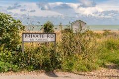 Tecken: Privat väg ingen parkering Royaltyfria Foton