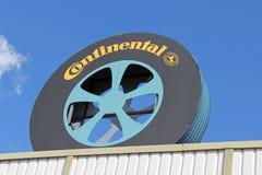 Tecken som är kontinentalt av gummihjulet Shape royaltyfri fotografi