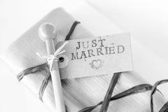 Tecken som att gifta sig precis för ett bröllopmottagande Royaltyfria Foton