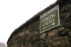 Tecken som pekar till Stirling Castle Arkivbild