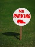 Tecken som säger ingen parkering Arkivbilder