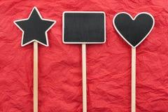 Tecken stjärna, hus, hjärtalögn på det röda skrynkliga papperet Royaltyfria Bilder