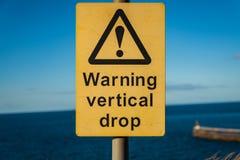 Tecken: Varnande vertikal droppe royaltyfria foton