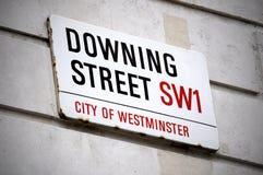 Teckenbräde av Downing Street i London Arkivbild